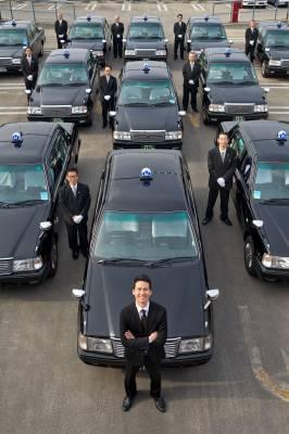 Nihon Kotsu drivers, with company president Ichiro Kawanabe at the front