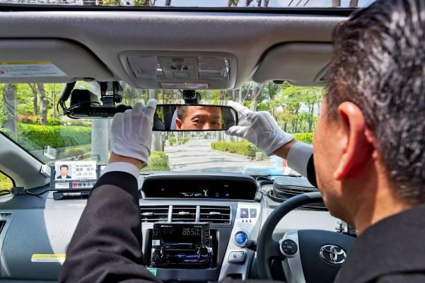 Expert driver Koji Kurihara leads sightseeing tours of Tokyo