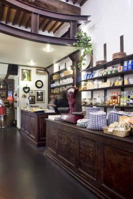 Prospero food store in via Santa Lucia