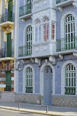 Modernist façades on Avenida Duquesa de la Victoria