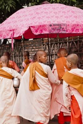 Buddhist nuns in Rangoon