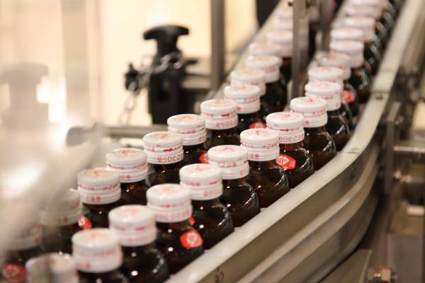 Lipovitan D bottles are washed four times with purified water during production