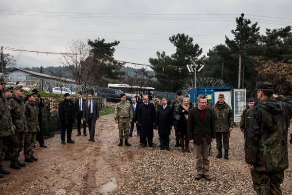 German defence minister Thomas de Maizière inspects troops