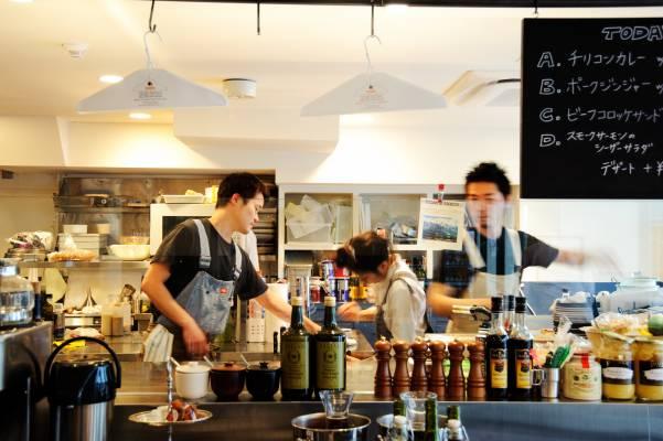 Overall Café, Tabloid