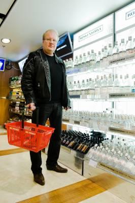 Jari Lehto in the on-board duty free shop