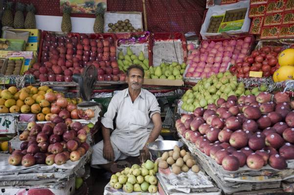 Fruit vendor, Old Delhi