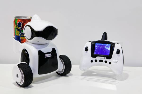 iCore robot from iSee Toys