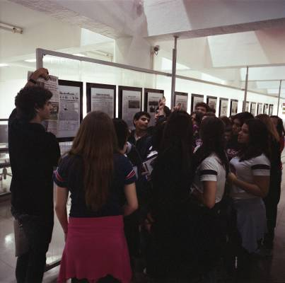 Student group pays a visit to newsroom