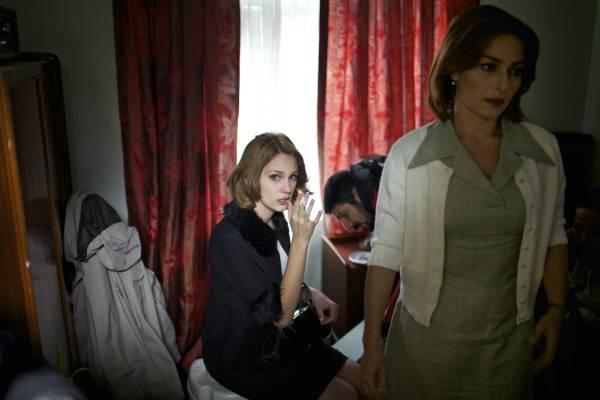 Actresses Farah Zeynep Abdullah and Ayça Bingöl