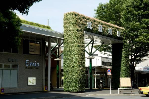 Green gate at JR Musashisakai Station south exit