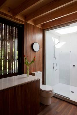 Ensuite bathroom attached to the main bedroom