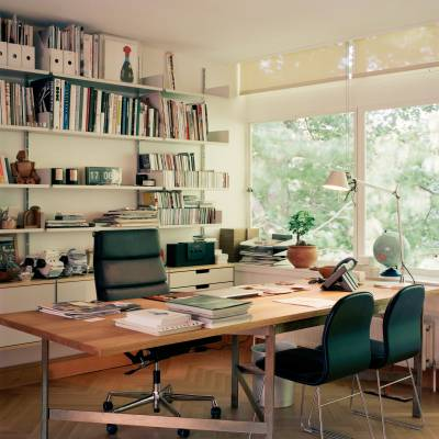 The editor-in-chief's office has Vitsoe shelving, a Soft Pad chair from Vitra and an oak and bronze desk by BassamFellows