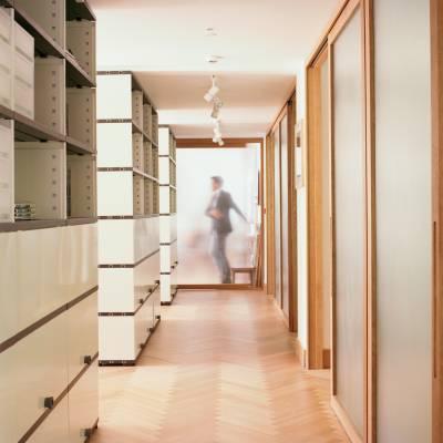 The third floor has oak parquet flooring by Bauwerk, Novex shelving and Blumer Schreinerei sliding doors separating the corridor from meeting rooms