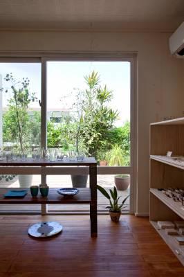 Inside Isao and Sayuri Oshiro's shop, Ten