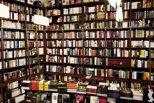 Irok Boltja bookshop, Andrassy Street