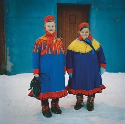 Sámi women in traditional dress