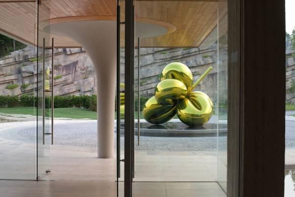 Jeff Koons sculpture, Haesley