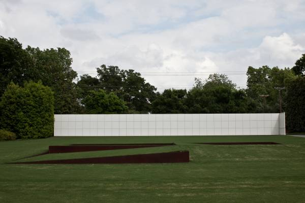 Robert Irwin's sculpture on the front lawn of the Rachofsky House
