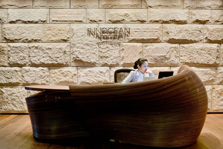 Bae Se Hwa's walnut reception desk