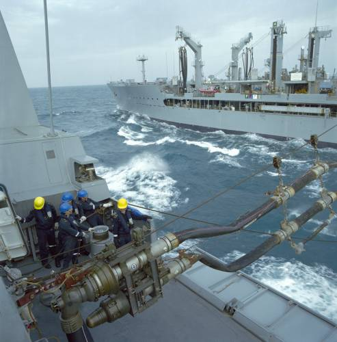 Replenishment exercise with the US oiler 'Rappahannock'