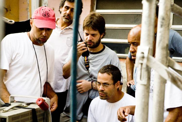 José Padilha and crew on set