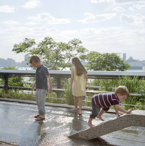 Children cooling down at the High Line