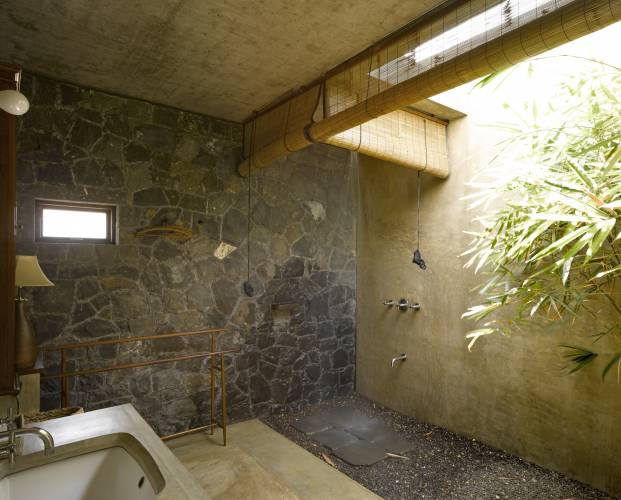 The wet room is close to nature