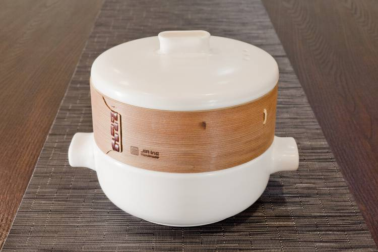 Jia Inc casserole pot