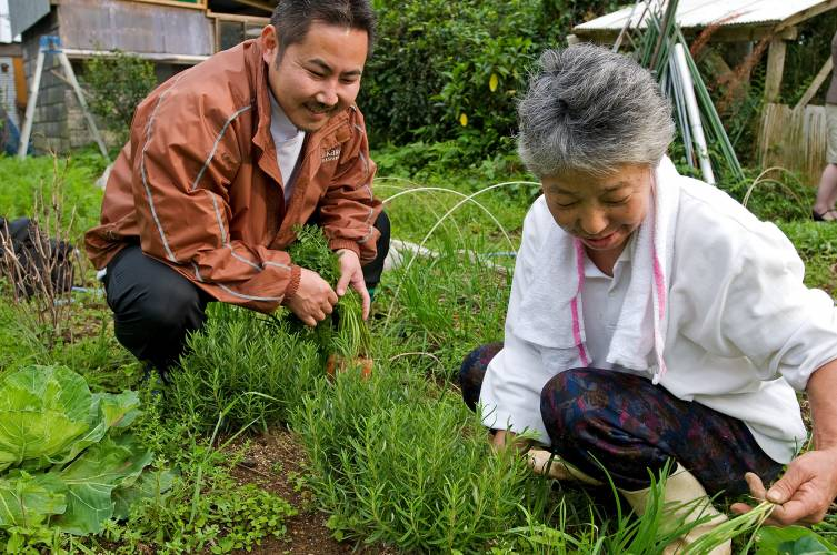 Chef Chiharu Takei, left, with a local farmer