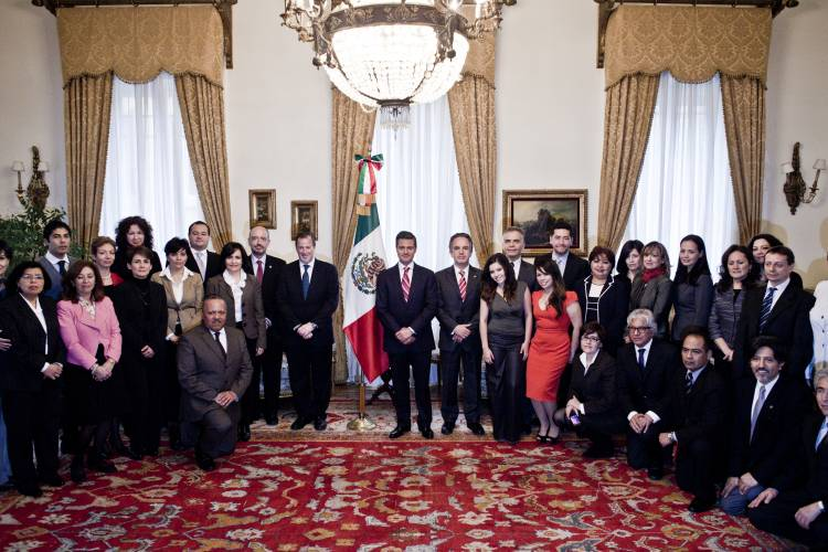President Enrique Peña Nieto, flanked by his foreign minister José Antonio Meade (left) and the Mexican ambassador to Italy Miguel Ruiz Cabañas (right), pictured with the staff of the Mexican embassy to Rome