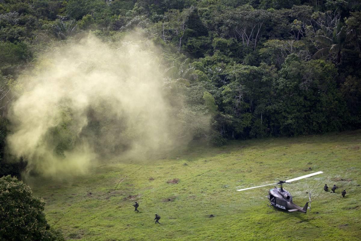 Jungla forces raid a coca base laboratory